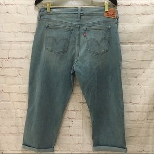 Levi's stretch cropped light wash jeans size 31